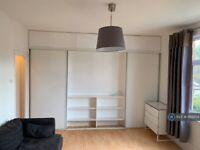 Studio flat in Welldon Crescent, Harrow, HA1 (#1169254)