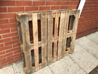 Wooden pallet to go for free.