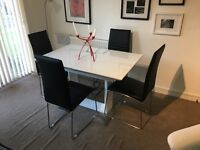 Harvey's Dining Room Table and Chairs Set