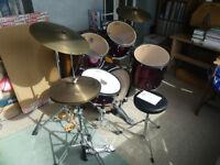Pearl Drum Kit (metallic red)