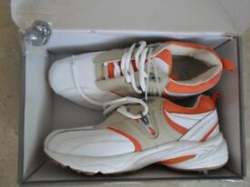 Brand New Unused Ladies Golf Shoes Size: 7.5 (EU 41)