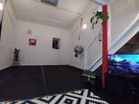 LIVE WORK HUGE ROOM (450 sq feet: 320 ft² + 130 ft² mezzanine) in converted shared warehouse.