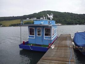 """Quirky"" Little Houseboat with Residential Mooring available"