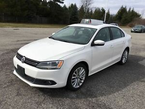 2012 Volkswagen Jetta Highline / LEATHER / SUNROOF/ FOG LIGHTS /