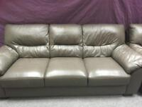 2x 3 Seater large Leather suites v good condition