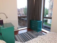 Lovely room with private bathroom in a brand new flat (Short Lets)