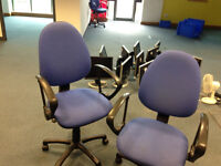 office chair blue on wheel with arm
