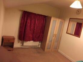 Very large Single room for rent for single person £105 PW, Hounslow close to heathrow (not Box RM)
