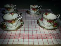 Vintage Royal Albert 'Old Country Roses' bone china teacup & saucer sets x4