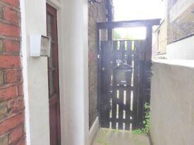 'Looking for a garden to Love' One bedroom flat in Elsynge Road HUGE GARDEN