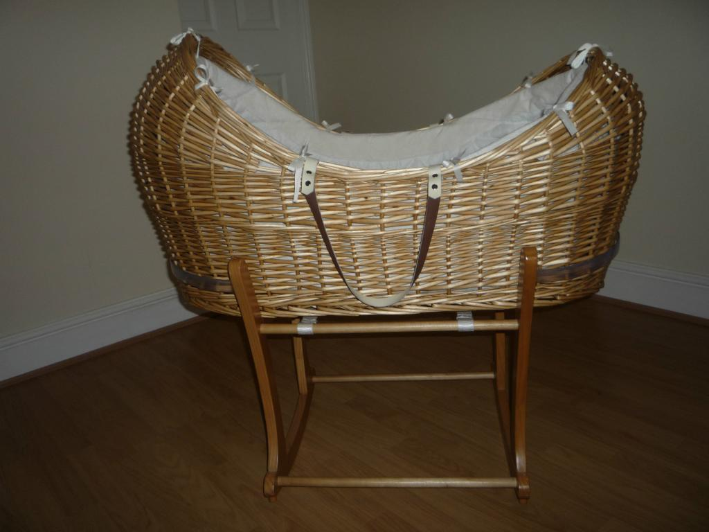 Rocking crib for sale doncaster - Mothercare Snug Moses Basket And Rocking Stand Immaculate Condition