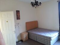 First floor double room to rent in a friendly, professional house share