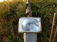 Discovery headlight passenger side