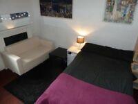 Quiet Double Bedsit near Kelvingrove Park and Art Gallery