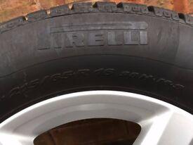 Set of 4 VW alloy wheels and Pirelli Sottozero winter tyres