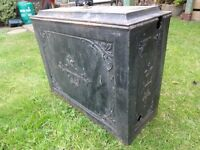 VINTAGE / SHABBY DECORATIVE WATER TANK / CISTERN