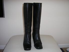 BLACK BOOTS SIZE 5 - Never worn