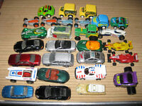 29 assorted metal/plastic toy cars