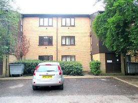 Central Slough Close To Train-Station, Purpose Built First Floor One Bedroom Flat