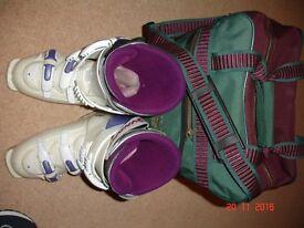 Dynafit Vega 715 lady's ski boots sized UK6 (or US7.5) and boot bag