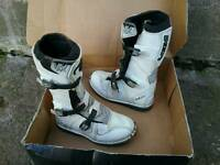 Ikon kids motocross boots size 4 near new
