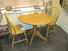 Round 3ft diam. Drop-leaf pine style table, plus 2 Windsor style chairs and two 180cm table cloths.