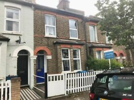 2 bedroom house in William Road, London, SW19 (2 bed) (#1037077)