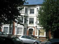 ALL BILLS INCLUDED! GROUND FLOOR GARDEN STUDIO WITH SEPARATE KITCHEN BY ZONE 2/3 TUBE & 24 HR BUSES