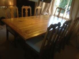 Table An 8 Chairs