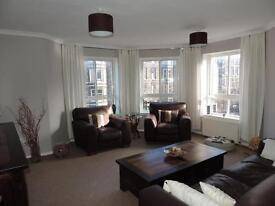 Modern, spacious, fully furnished 2 bed flat. Central location, free residents parking+shared garden