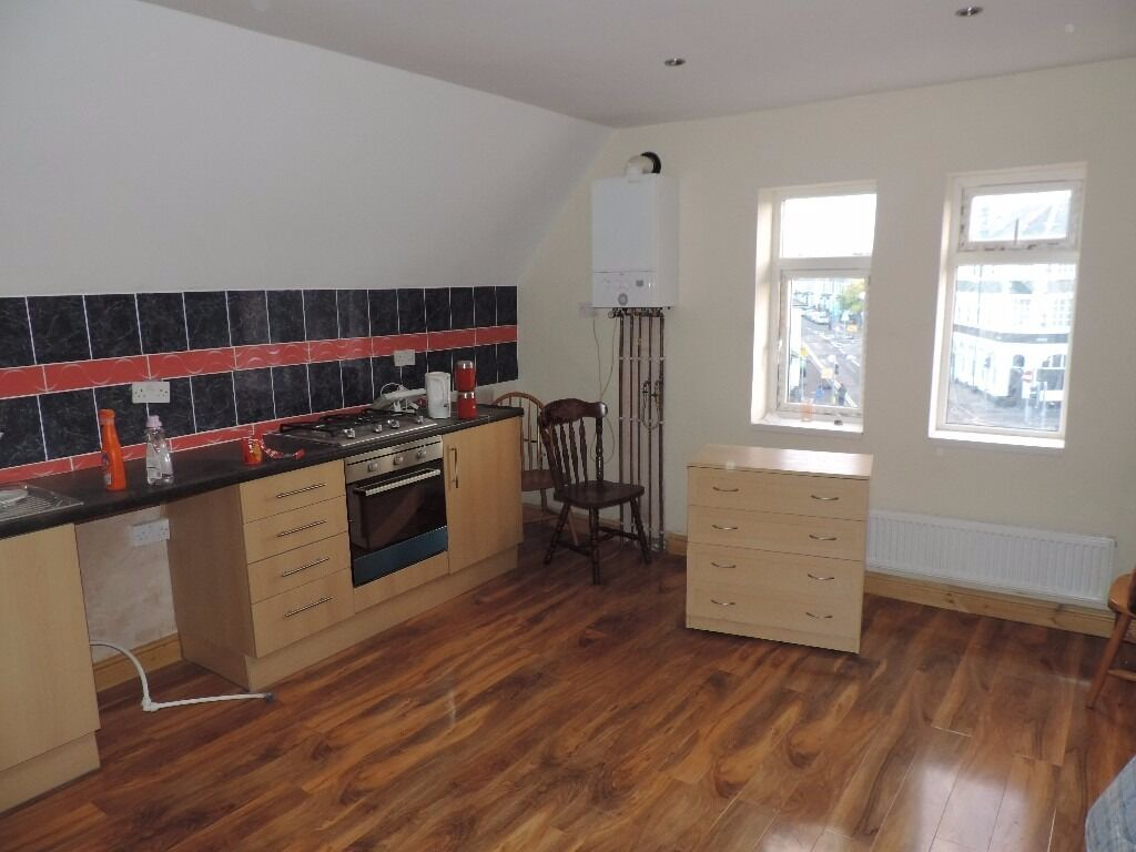 Newport Road, 2 Bedroom Flat, £800 pcm All inclusive **AVAILABLE NOW**