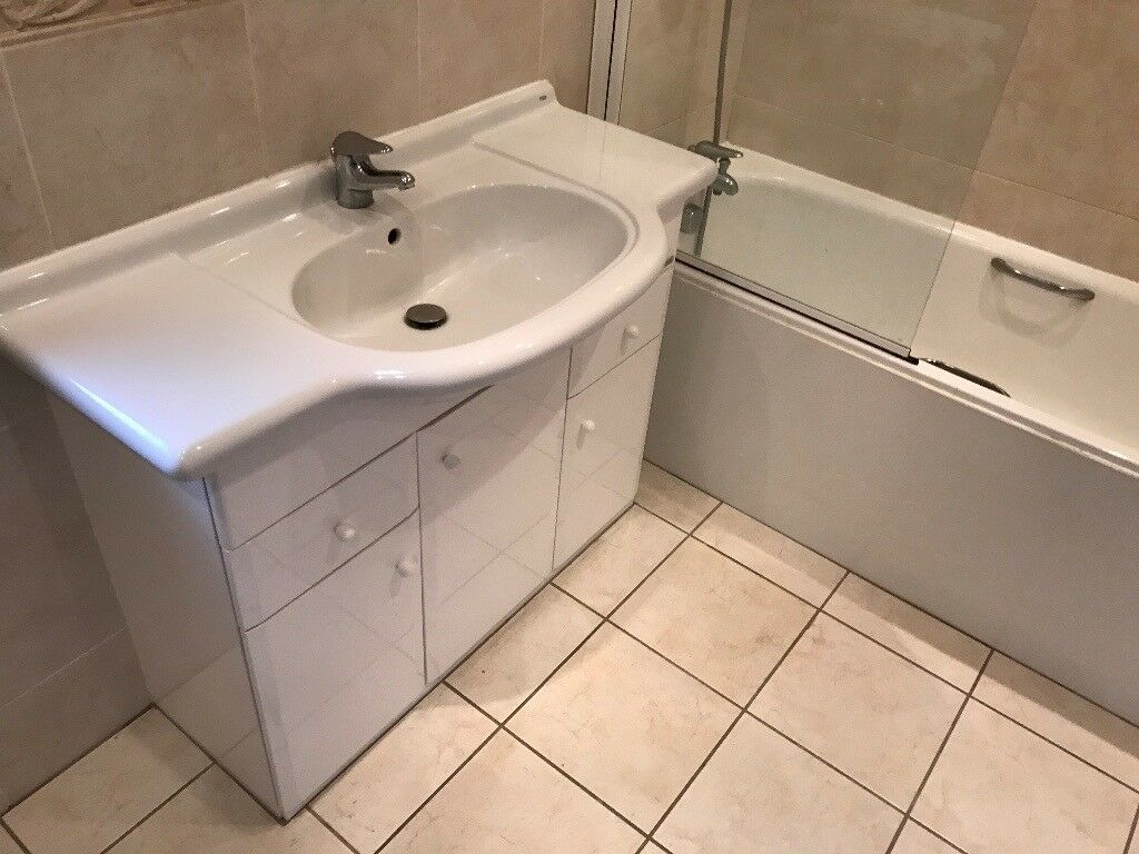 Complete Bathroom Suite As Pictured