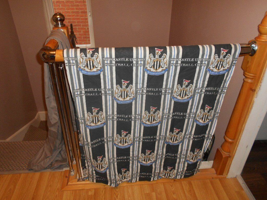 Genuine Newcastle United curtains with tie backsin Willington, County DurhamGumtree - Genuine Newcastle United Football Club curtains with tie backs. Each curtain is 160cm wide by 140cm drop. 2 matching tie backs with white plastic fixing hoops. Curtains have 3 height adjustable track and hook tape. All in excellent condition from a...