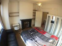 FULHAM-LOVELY DOUBLE ROOM with SKY + LCD TV+ IN 2 BEDROOM FLAT(ALL BIL INC )