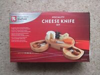 Wooden cheeseboard and knife set - NEW
