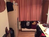 ===Cheap single room available on 27/05==== 3 minutes walk from the station