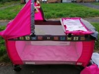 Travel cot - Folds down with accessories - Delivery