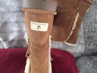 Bear paw fur lined boots size 7