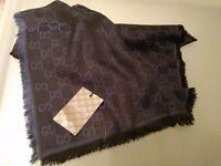 GUCCI blue silk scarf NEW !!!! beautifull blue scarf in pure silk, all seasons 140cm/140cm