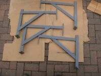 Roof Irons (x4) 2 boards (x4) 3 boards