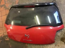 Citroen ds3 tear boot in red