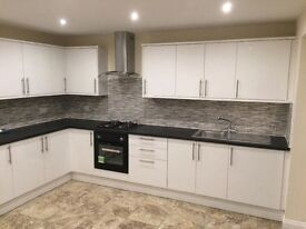 Stunning beautiful spacious 5 bedroom house with 3 bathrooms in Walthstow *Call Nora Now*