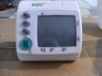 'WRIST TYPE' BLOOD PRESSURE MONITOR (New & Boxed)