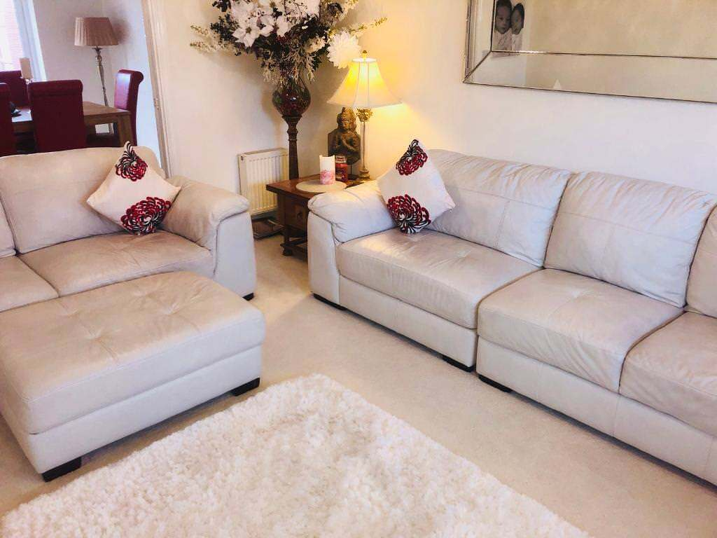 white leather sofa set for sale in cannock staffordshire gumtree. Black Bedroom Furniture Sets. Home Design Ideas