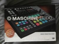 Maschine Studio with software and decksaver dust cover