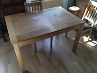 Wooden table (extendable)