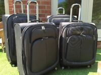 Set of 4 IT suitcases