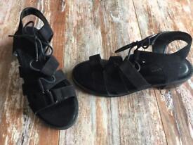 Ladies/girls sandals