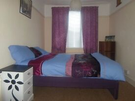 BIG DOUBLE ROOM.CLEAN&QUIET FLAT. ALL BILLS INCLUDED. INTERNATIONAL STUDENT OR PROFESSIONAL FEMALE