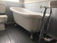 Traditional roll top bath with chrome ball feet